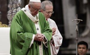 Le pape François lors d'une messe à la basilique Saint-Pierre de Rome, le 14 janvier 2018.