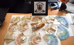 La saisie de la police de Saint-Nazaire: 114g d'héroïne et 16000 euros