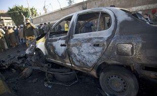 Attentat à la voiture piégée devant l'académie de police de Sanaa au Yémen le 7 janvier 2015.