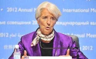 """La directrice générale du FMI, Christine Lagarde, a estimé dimanche à Tokyo que l'action anticrise déployée par les banques centrales dans les pays riches risquait de déstabiliser les économies émergentes en créant des """"déséquilibres"""" et des """"bulles"""" financières."""