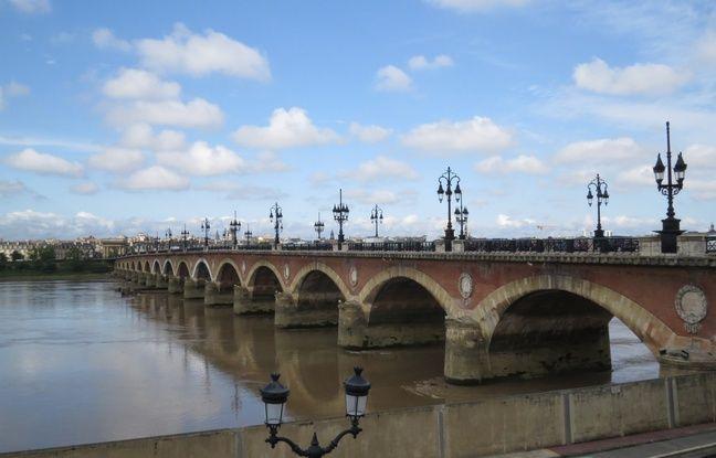 Le pont de Pierre. Illustration.