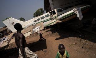 Bangui (Centrafrique), le 7 décembre 2015. Des enfants jouent aux abords du camps de M'Poko.