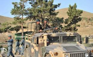 Des talibans ont lancé dans la nuit de jeudi à vendredi une attaque-suicide dans un hôtel près de Kaboul qui a fait au moins quatre morts et se poursuivait dans la matinée, ont annoncé l'Otan, la police afghane et des témoins qui sont parvenus à s'échapper.