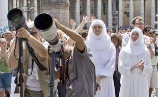 Les caméras sont braquées sur le Vatican et son principal représentant… depuis 1893.