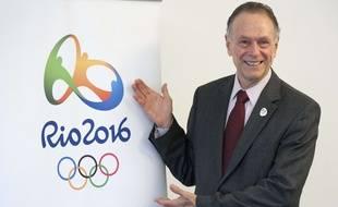 Carlos Athur Nuzman, le président du comité olympique brésilien, présente le logo des JO de Rio, le 12 mai 2011 à Lausanne.