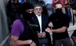 La justice grecque va décider du sort du parti néonazi Aube dorée dont le dirigeant et quatre députés passent leur première nuit en prison après un spectaculaire coup de filet policier en réaction au meurtre, il y a dix jours, d'un musicien antifasciste.