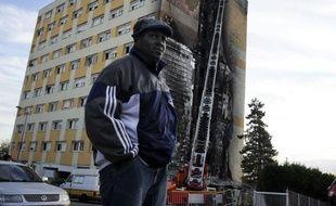 Le bilan de l'incendie à Dijon d'un foyer de travailleurs migrants, dans la nuit de samedi à dimanche, était lundi de sept morts et cinq blessés entre la vie et la mort, contre quatre la veille, a indiqué le Samu.