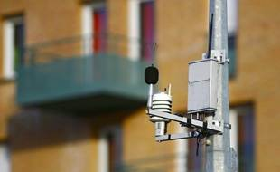 Lille, le 19 fevrier 2012. Des capteurs de pollution atmospherique a Lille.