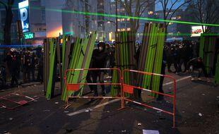 """Scène de violence en marge de la manifestation contre la loi """"sécurité globale"""", le 5 décembre 2020 à Paris."""