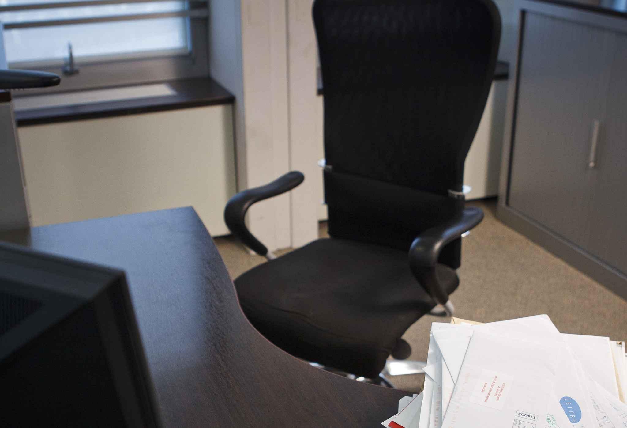 bureau et chaise b b. Black Bedroom Furniture Sets. Home Design Ideas