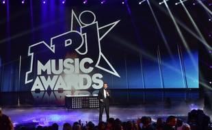 Nikos Aliagas sur la scène des NRJ Music Awards au Palais des festivals de Cannes.