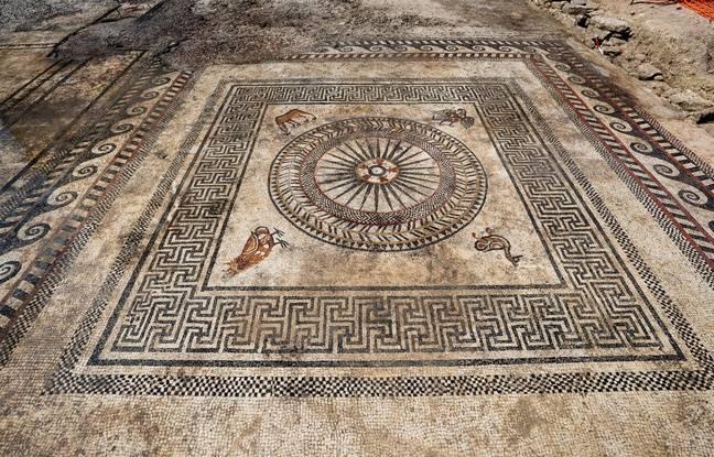 La mosaïque découverte à Uzès.