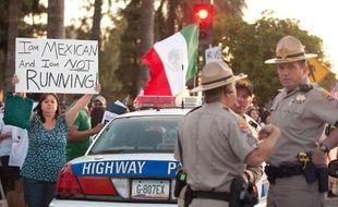 Une manifestante opposée à la réforme de l'immigration en Arizona, le 1er mai 2010