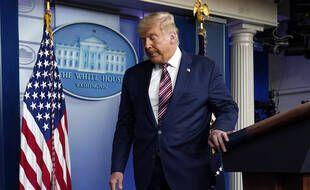 Le président américain Donald Trump quitte la «Briefing room» de la Maison Blanche après une déclaration sur l'élection, le 5 novembre 2020.