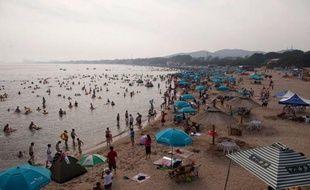 Dans la station balnéaire chinoise de Beidaihe, aux plages bondées de vacanciers, seule une présence accrue des forces de l'ordre signale la présence des hauts dirigeants communistes, rassemblés pour préparer la prochaine transition politique cruciale.