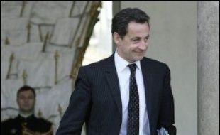 """Nicolas Sarkozy a ironisé mardi sur le nombre de plus en plus restreint de ses opposants, alors que Dominique de Villepin a contesté la stratégie du président de l'UMP en invoquant la nécessité de """"surprises"""", comme l'ont fait les armées napoléoniennes."""