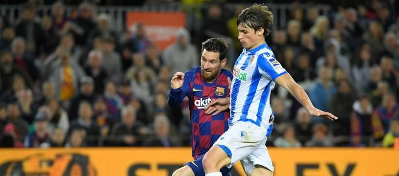 Robin Le Normand, défenseur français de la Real Sociedad, face à Lionel Messi au Camp Nou, le 7 mars 2020.