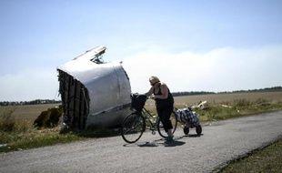 Des morceaux de l'avion de la Malaysia Airlines qui s'est écrasé à 80 km à l'est de Donetsk, le 2 août 2014