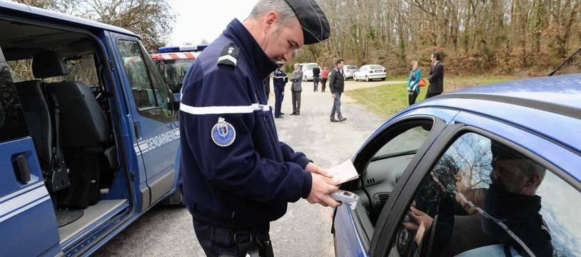 Photo d'illustration d'une opération de contrôle d'alcoolémie et de stupéfiants effectuée par la gendarmerie.
