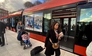 Ligne 2 (tram) au port Lympia, à Nice
