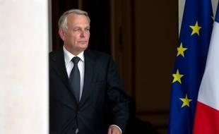 Le Premier ministre Jean-Marc Ayrault a remis lundi, au lendemain de la large victoire du Parti socialiste aux élections législatives, la démission de son gouvernement à François Hollande, qui l'a chargé de former un nouveau gouvernement, a annoncé l'Elysée.