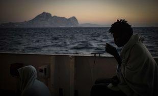 Des migrants le 9 août 2018, sur le pont du bateau Open Arms, après avoir été secourus au large des côtes libyennes (photo d'illustration).