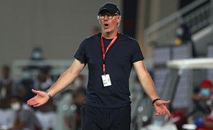 Laurent Blanc est actuellement en poste à Al Rayyan au Qatar speaks to his players during the Qatar Cup semi-final football match between Al-Rayyan and Al-Sadd at the Abdullah bin Khalifa Stadium in the capital Doha on February 18, 2021. (Photo by KARIM JAAFAR / AFP)