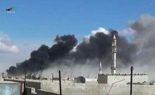 De la fumée dans la province de Homs après un raid aérien russe, le 30 septembre 2015.