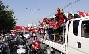 Les protestations contre le coup d'état se poursuivent en Birmanie.