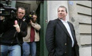 L'ex-entraîneur de Marseille Rolland Courbis a écopé au total de 3 ans et demi de prison ferme et l'actionnaire principal Robert Louis-Dreyfus a été condamné à 3 ans avec sursis par le tribunal correctionnel de la ville, au terme du procès des transferts du club de Ligue 1 de football.