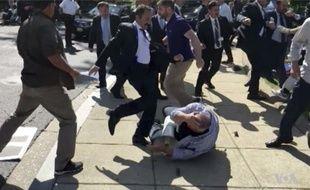 Des membres du service de sécurité du président turc s'en prennent violemment à des manifestants à Washington.
