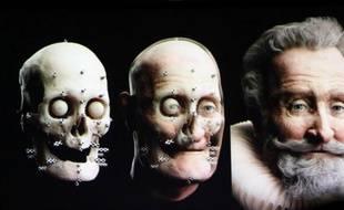 C'est le premier roi de France à avoir sa photographie : sur fond de querelle persistante quant à l'authenticité de la tête momifiée d'Henri IV, son visage a été reconstitué à partir des travaux menés par l'équipe du légiste Philippe Charlier.