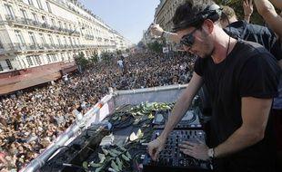 La 16e édition de la Techno Parade a accueilli plus de 350.000 participants, selon les organisateurs.