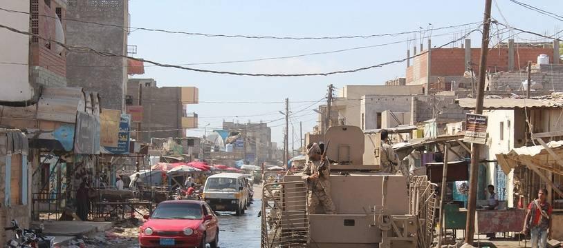 Les forces loyalistes à Lahj, dans le sud du Yémen, pendant une offensive visant à chasser les combattants d'Al-Qaida, le 24 avril 2016