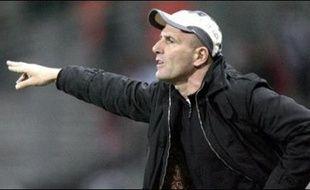 Le Conseil des prud'hommes de Bordeaux a condamné le club des Girondins de Bordeaux (L1) à verser 2,5 M EUR d'indemnités à son ancien entraîneur Elie Baup, aujourd'hui aux rênes du Toulouse FC, pour rupture abusive de contrat en 2003, ont indiqué mercredi les parties.