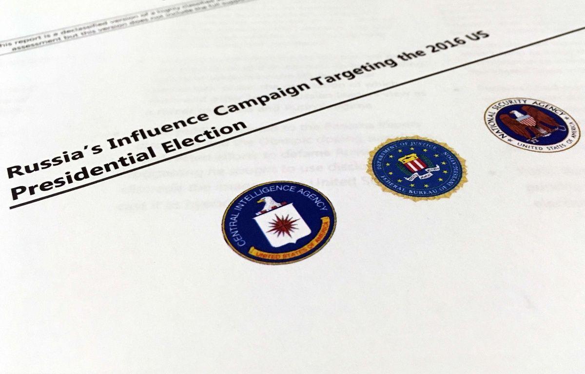 Le rapport publié le 6 janvier 2016 par le FBI, la CIA et la NSA accusent la Russie d'avoir ordonné une campagne d'influence visant à «discréditer Hillary Clinton et à aider Donald Trump» – Jon Elswick/AP/SIPA