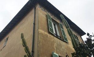 Denise Santi a écrit un livre sur les décors et les frises des maisons niçoises.