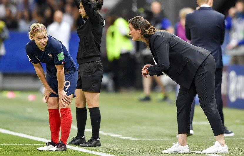 Coupe du monde féminine: Pourquoi Corinne Diacre a-t-elle tort de s'en prendre à Eugénie Le Sommer?