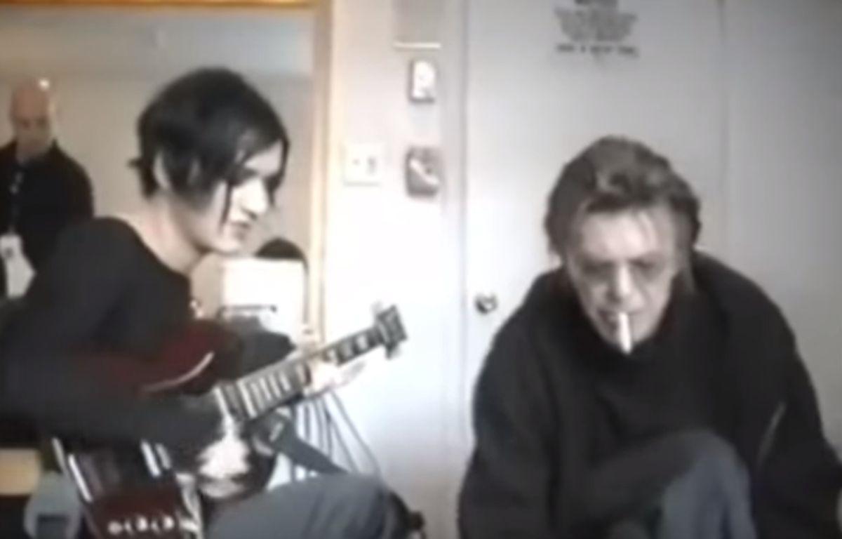 Pour rendre hommage à David Bowie, Placebo a dévoilé la vidéo inédite d'une répétition avec la star datant de 1999.  – Placebo/YouTube