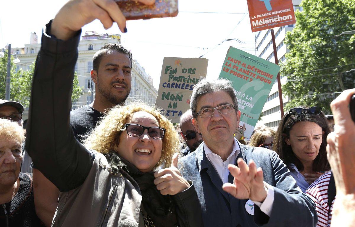 Mélenchon lors d'une marche à Marseille.  – Claude Paris/AP/SIPA