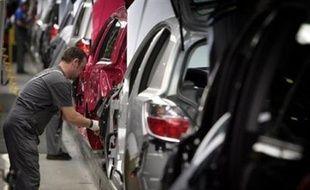 Très touché par la chute de la demande, le numéro un mondial de l'automobile, l'américain General Motors, pourrait étendre ses mesures de chômage technique à toutes ses usines européennes, où il veut baisser sa production de 40.000 véhicules d'ici la fin 2008.