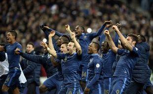 L'équipe de France de football célèbre sa qualification pour le Mondial 2014 après sa victoire contre l'Ukraine (3-0), le 19 novembre 2013.