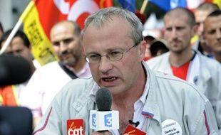 """Interpellé après l'annonce de la saignée envisagée par PSA, le gouvernement entame mardi les discussions sur ce plan de redressement qu'il juge """"en l'état inacceptable"""", en recevant ses syndicats, avant le patron Philippe Varin mercredi."""