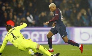 Mbappé et ses cheveux face à Vercoutre, lors de PSG-Caen.