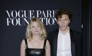 Le chanteur Raphaël (d) et l'actrice Mélanie Thierry, le 9 juillet 2014 à Paris