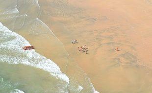 Opération de sauvetage de nageurs en difficulté, au niveau de la Tremblade (Charente-Maritime), le 25 juin 2020