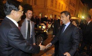 Nicolas Sarkozy et le président chinois Hu Jintao, se sont retrouvés vendredi à Nice pour de nouveaux entretiens consacrés cette fois au G20, au deuxième jour d'une visite où il a aussi été question de la question très sensible des droits de l'Homme, selon le président français.