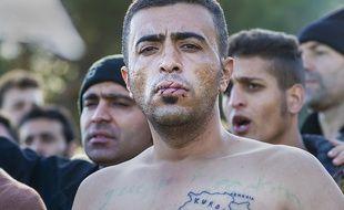 Au moins cinq migrants, qui déclarent être iraniens, s'étaient cousu les lèvres lundi 23 novembre à la frontière gréco-macédonienne pour protester contre le refus de la Macédoine de les laisser passer, le pays ayant instauré un filtrage par nationalité.