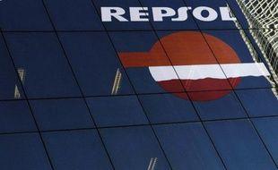 Le groupe pétrolier espagnol Repsol a approuvé mercredi un accord de principe proposé par le gouvernement argentin, qui a nationalisé en 2012 sa filiale YPF, un épilogue vécu comme une victoire mais qui n'est pas exempt de risques.