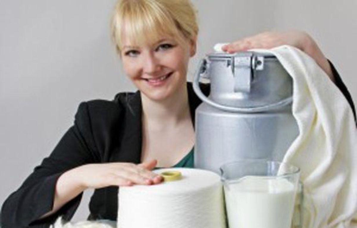 Anke Damske créé des vêtements à base de fibre de lait. – ©QMilch ? Jannes Frubel ? Anny CK Photography